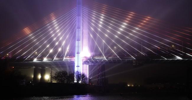 Critics throw shade at Cuomo's plan to light NYC bridges