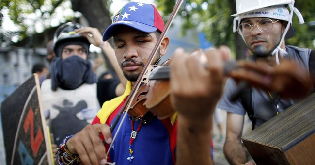 Violin-playing protester freed from jail in Venezuela