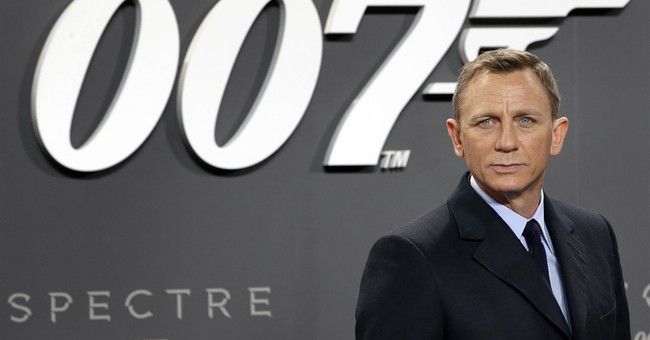 Daniel Craig announces return as James Bond
