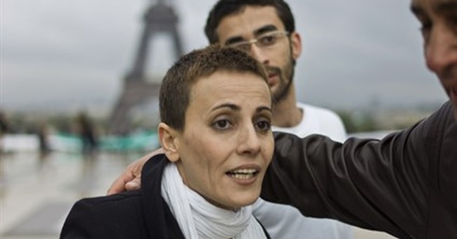 Syrian actress who rallied crowds against Assad dies