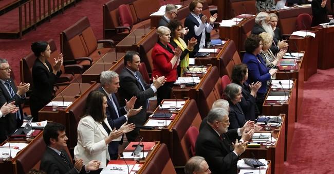 Anti-Muslim Australian senator wears burqa in Parliament