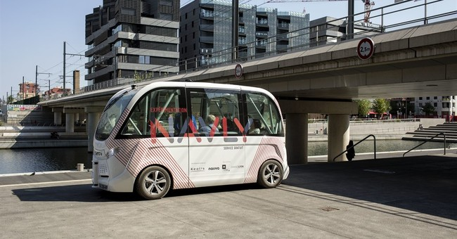 Paris tests electric driverless minibus to fight pollution