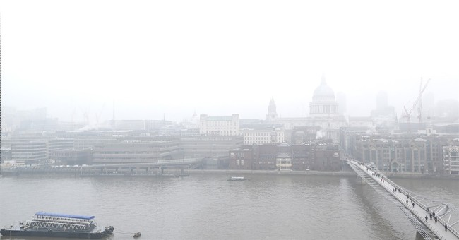 London air pollution 'very high'; heavy fog disrupts flights