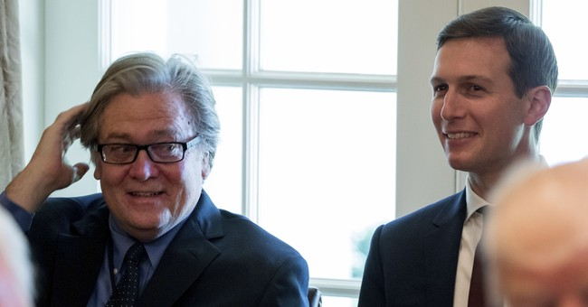 Trump dumps Bannon, who returns to conservative website