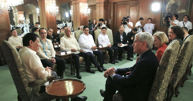 Aussie foreign minister: Duterte requested fist-pump pose