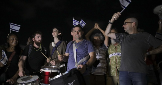 Some 500 Israelis gather in anti-Netanyahu protest