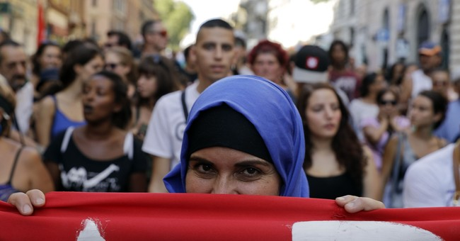 Marchers protest police eviction of asylum-seekers in Rome