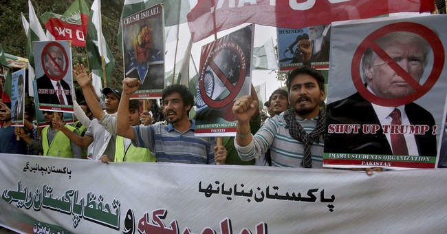 Pakistani police fire tear gas to disperse anti-US crowd