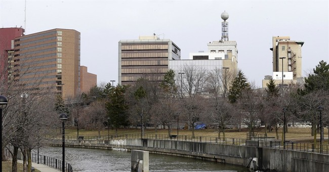 Water lead-level falls below federal limit in Flint