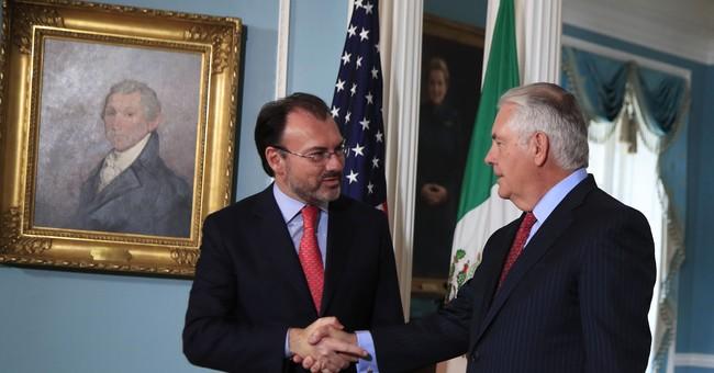 Tillerson praises Mexico's generosity in offering Harvey aid