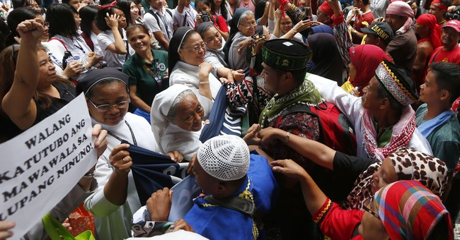 Filipinos accused of links to Marawi siege ordered freed