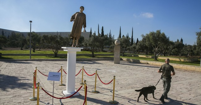 Israeli protesters erect golden statue of High Court chief