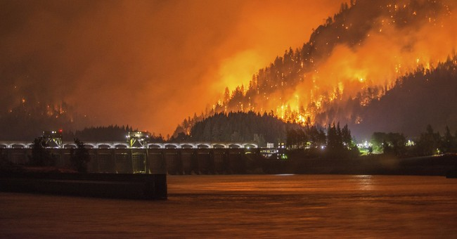 Fire being held at bay near Cascade Locks, Oregon