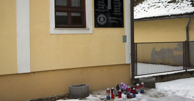 Croatia removes plaque with WWII salute from near camp site