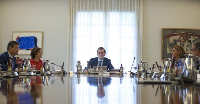 The Latest: Spanish media: Court suspends Catalan vote