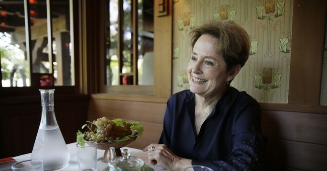 Chef Alice Waters' memoir tells tales of her youth and loves