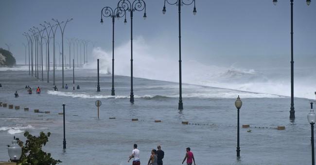 AP PHOTOS: Huge storm Irma lashes Florida, moves up coast