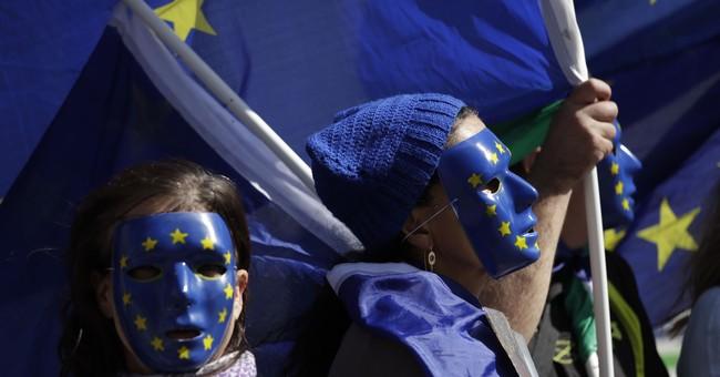 UK lawmakers back key Brexit bill, but fight still looms