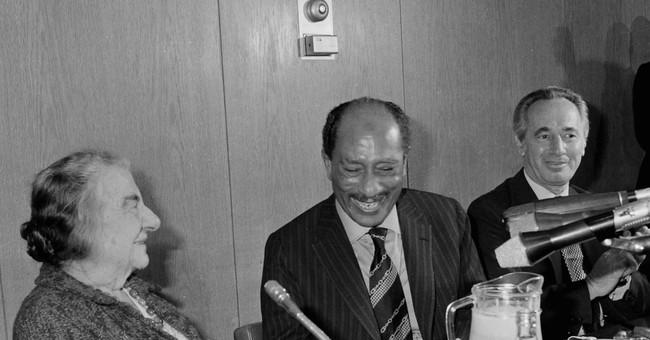 Posthumous book offers rare glimpse into Shimon Peres' life