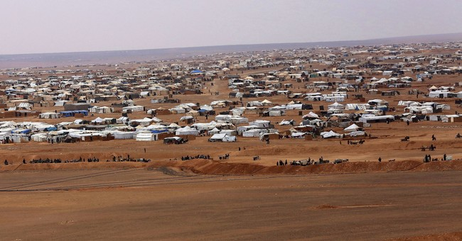 Thousands of stranded Syrians flee border camp near Jordan