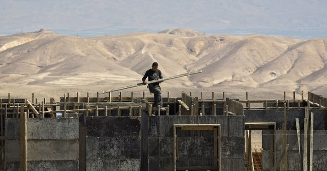 Rights group blasts Israeli banks for settlement expansion