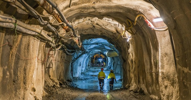 Miners protest threatened mine suspension in Greece