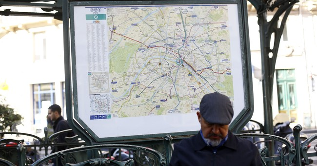 Paris police: Soldier attacked in subway, no one hurt