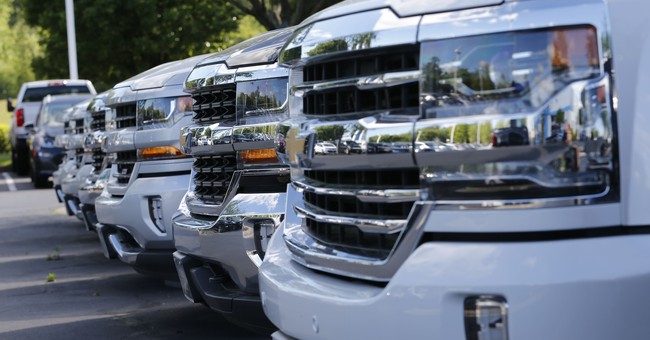 US retail sales dipped 0.2 pct. in August as auto sales fell