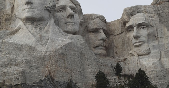 Lead carver of Mount Rushmore honored with plaque