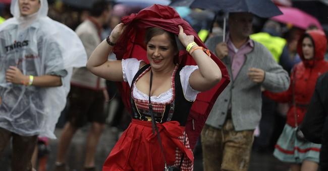 Beer flowing in Munich: Thousands head to Oktoberfest