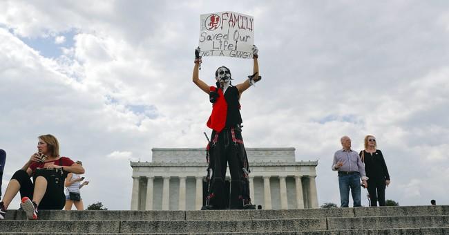 Pro-Trump rally draws hundreds, not thousands to Washington