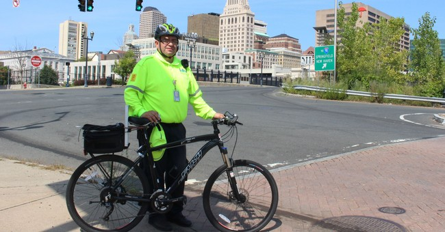 Bicyclists get free roadside assistance in Connecticut city