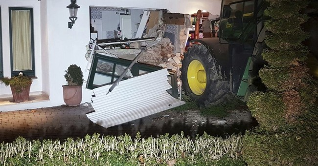 Thief in Germany drives tractor through wall, steals safe
