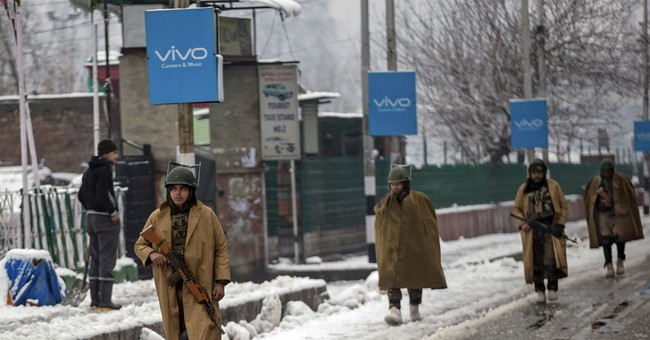 Avalanches hit India army post, patrol in Kashmir; 10 killed