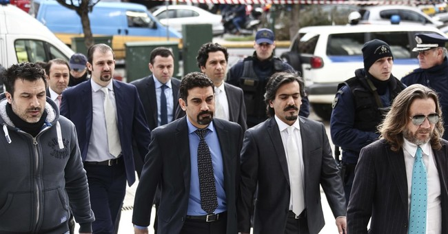 Greek court rejects extradition for Turkish servicemen