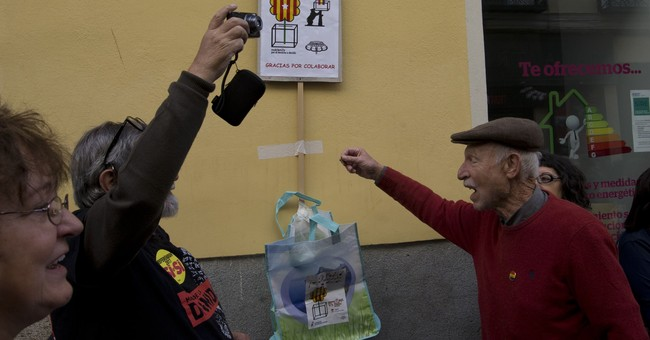 Spain: Police confiscate trove of posters for Catalan vote
