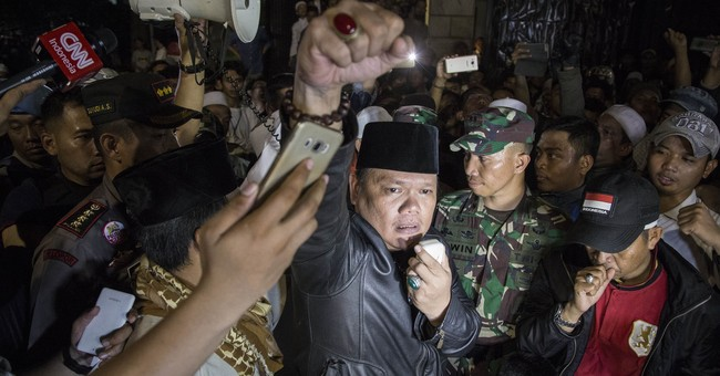Anti-communist mob attacks Indonesia meeting, 22 arrested