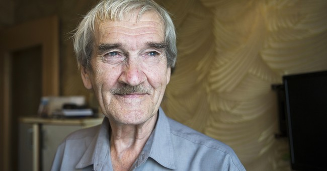 Stanislav Petrov, who averted nuclear war, dies at 77