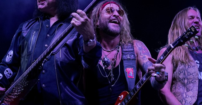 Kiss members Gene Simmons, Ace Frehley reunite on stage