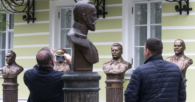 "Stalin's bust unveiled in Moscow as part of ""Rulers' Alley"""