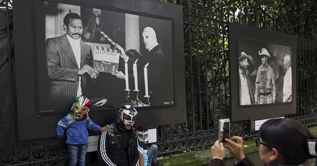 Mexico honors its greatest wrestler, El Santo, at centennial