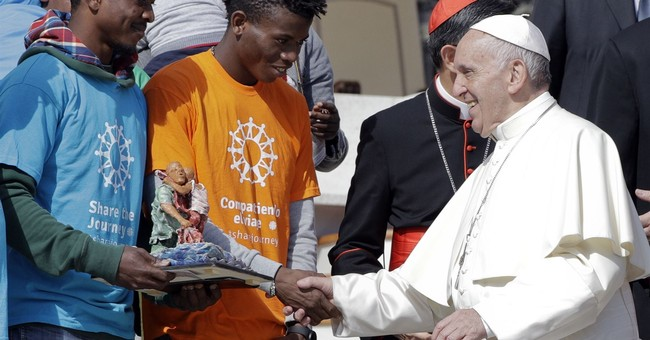 """Don't be afraid!"" Pope starts campaign to promote migrants"