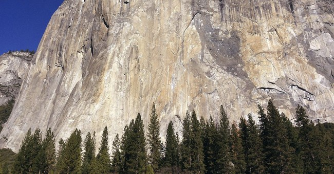 The Latest: Deadly rockfall at Yosemite was size of building