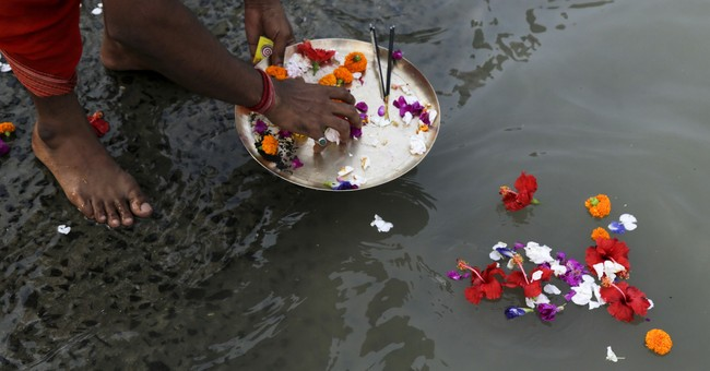 Image of Asia: Hindu ritual on the banks of the Ganges