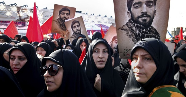 Iranian soldier beheaded by IS in Syria mourned as an icon