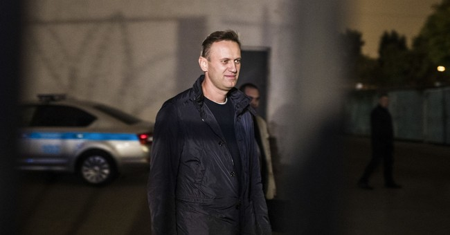 Moscow police keep opposition chief Navalny away from rally