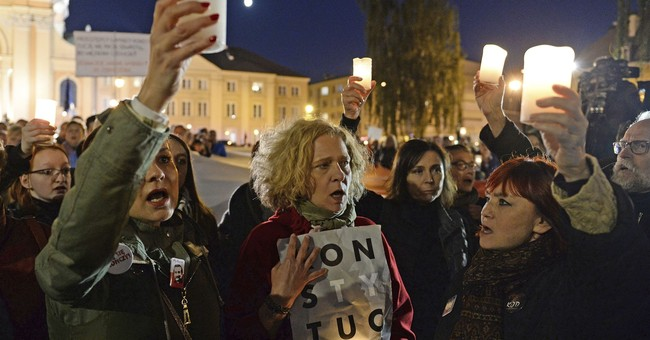 Poles dissatisfied with president-drafted judicial changes