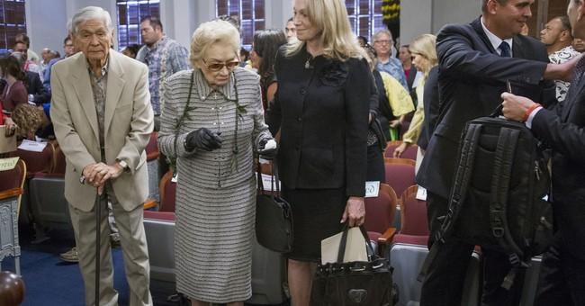 Hawaiian heiress, 91, marries woman amid court battle