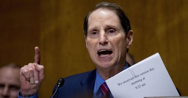 US senator seeks cyber info from voting machine makers