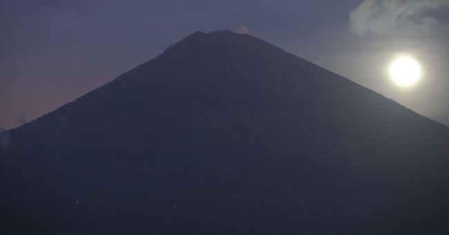 Man films himself atop Bali volcano, angering officials